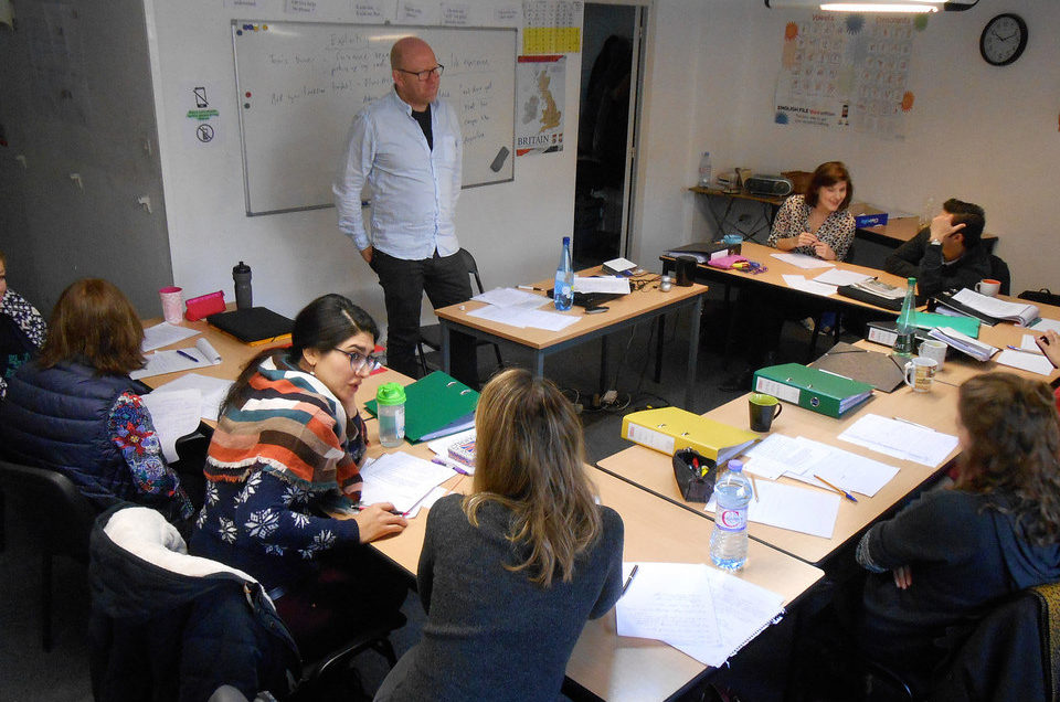 a theory class at TEFL Toulouse